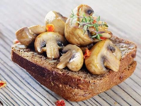 24-1435121432-mushroom-toast-recipe-for-breakfast-13723963320